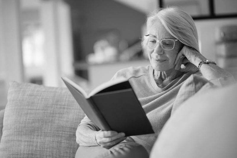 idei de activitati potrivite pentru varstnici - cititul